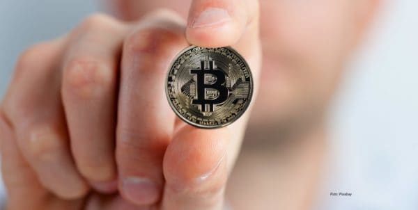 bitcoin-2643160_1920